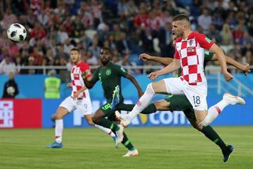 Croacia gana y es líder del grupo D