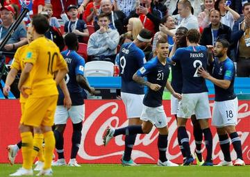 Francia gana a Australia con ayuda del VAR