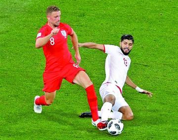 Inglaterra gana sobre el final a un Túnez aguerrido