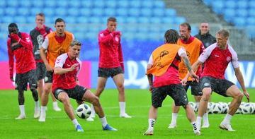 Dinamarca busca su pase  a octavos de final