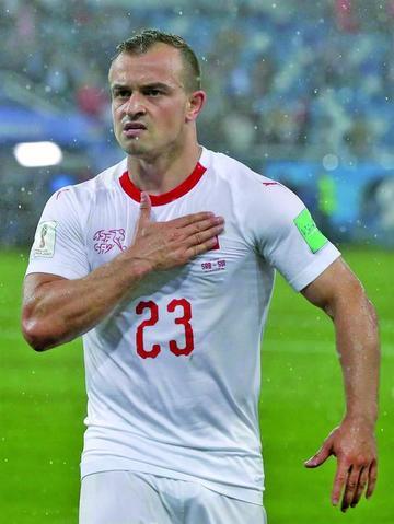 Un gol de Shaqiri acerca a Suiza a octavos de final