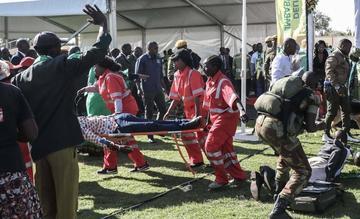 Presidente de Zimbabue sale ileso de explosión que dejó ocho heridos