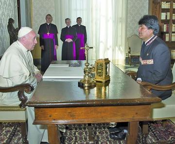 Papa Francisco recibirá en audiencia a Morales este sábado 30 de junio