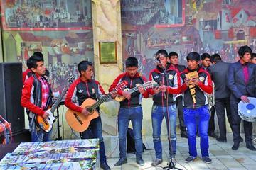 Normalistas desarrollan encuentro cultural en Caiza D