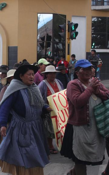 Comunarios protestan contra concejales y les piden renuncia a todos