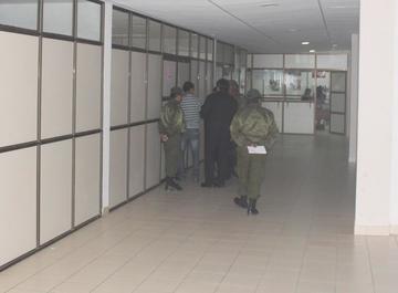 Oficial de la Policía accede a medidas sustitutivas a la detención