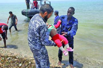 Naufragio deja un centenar de muertos entre ellos tres bebés