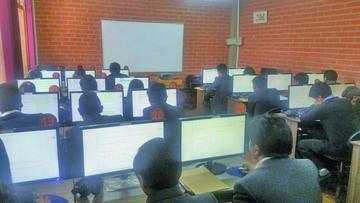 UATF aplica examen de ingreso en 32 carreras semestralizadas