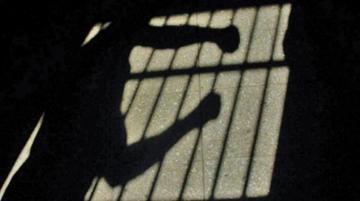 Hombre acusado de violar a su hijastra va a la cárcel