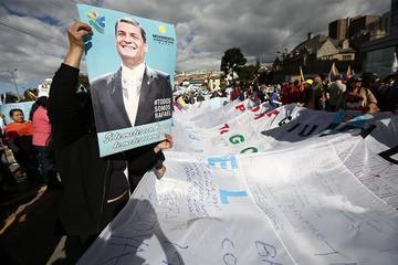 Piden a Interpol orden de captura internacional para Rafael Correa
