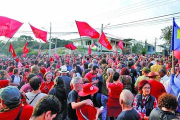 Tribuno zanja el debate judicial y mantiene a Lula en la prisión