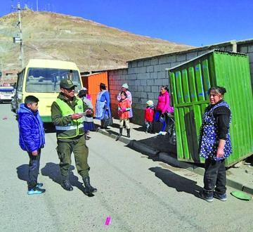 Choferes causan graves daños a las infraestructuras privadas