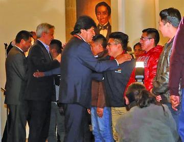Abogados de 9 bolivianos detenidos en Chile piden pago de sus honorarios