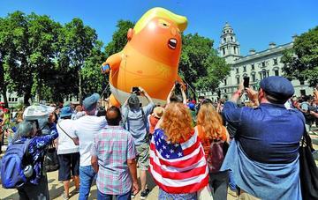 Miles de personas rechazan la visita de Trump a Londres