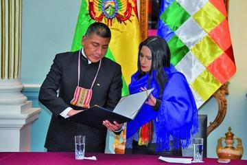 """Bolivia lleva a Perú """"El libro del Mar"""""""