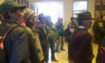 Retienen a cinco concejales de Pocoata y exigen que renuncien