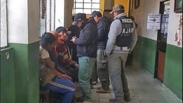 Detienen a cinco personas por explotar oro en Coroico