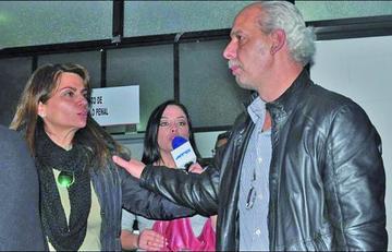 Esposa de Chávez solicita permiso para viajar
