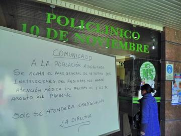 Salubristas de la CNS acatan segundo día de paro nacional de actividades