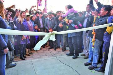 "Entregan mercado ""modelo"" que  costó 3.7 millones de Bolivianos"