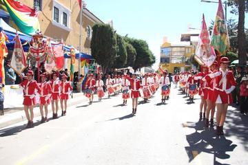 El desfile escolar inicia actos masivos por las fiestas patrias