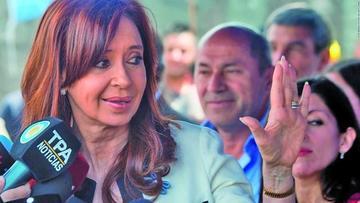 Cristina Fernández reaparece en evento tras escándalo por sobornos