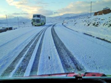 Directores evalúan la situación climática por nevada en Potosí
