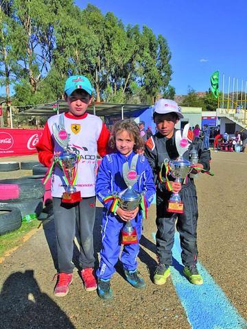 Pilotos potosinos suben al podio  en el nacional de karting