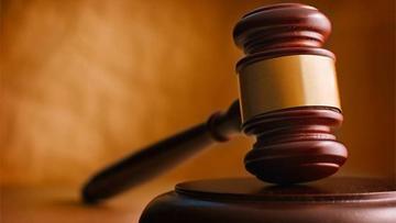 Envían a Palmasola a juez y auxiliar por cobrar soborno