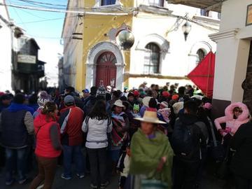 Cerco de seguridad del Gobierno genera airada protesta en Potosí