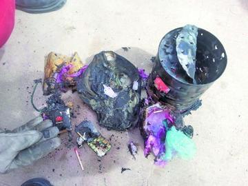 """""""Bomba"""" casera explota en un colegio y provoca daños"""
