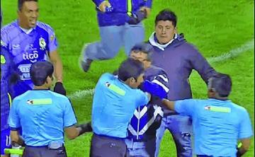 Wilson Gutiérrez es castigado  un año por agresión a árbitro