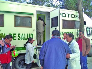 Unidad móvil de la CNS da servicio odontológico a afiliados de la Alcaldía