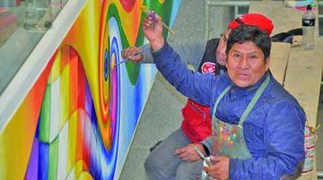 Muralistas hacen obras para la Casa Grande del Pueblo