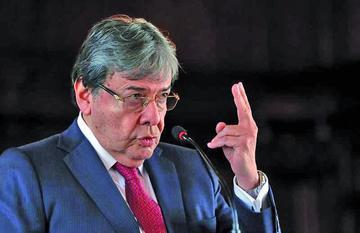 Colombia da un giro a su política exterior y se retira de la Unasur