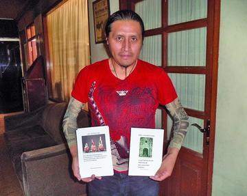José Luis Pérez presenta su producto en feria de La Paz