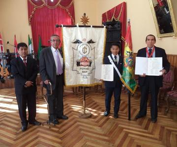 Club Internacional otorga distinciones