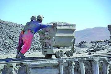 Proyectan reunión para analizar áreas de trabajo para los mineros