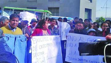 Microempresarios protestan en contra del doble aguinaldo