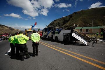 Accidente vial en Ecuador causa 24 personas fallecidas y heridos