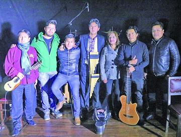 Muñoz brinda un recital con quena