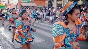 Bolivianos bailan a la virgen en Madrid