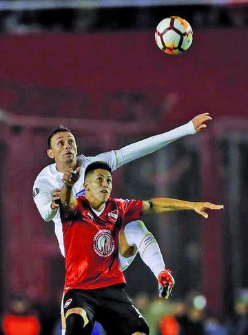 Independiente y Santos empatan sin goles