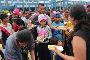 Migrantes venezolanos entran a Ecuador sin pasaporte tras fallo