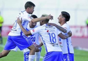Con un festín de goles el Santo acaba con el Toro en Oruro