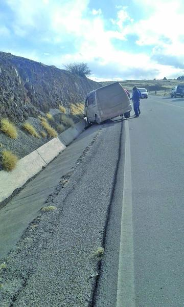 Ebrios pretenden tapar un accidente vial