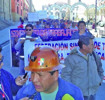 Trabajadores marchan por estabilidad laboral