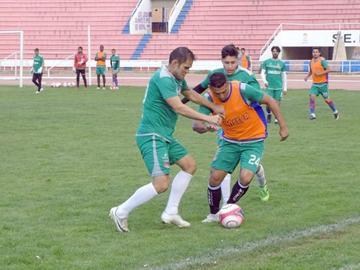 El técnico Romero cambia medio equipo en Universitario