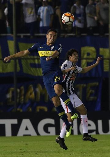 Boca Juniors golea y clasifica a cuartos de final