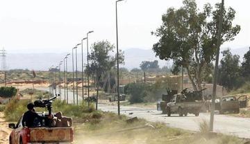 Combates en Libia dejan a miles de civiles atrapados en Trípoli